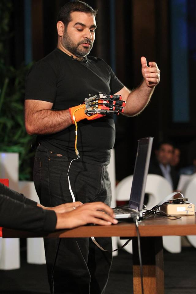 Aref describing the latest techniques in motion capture.